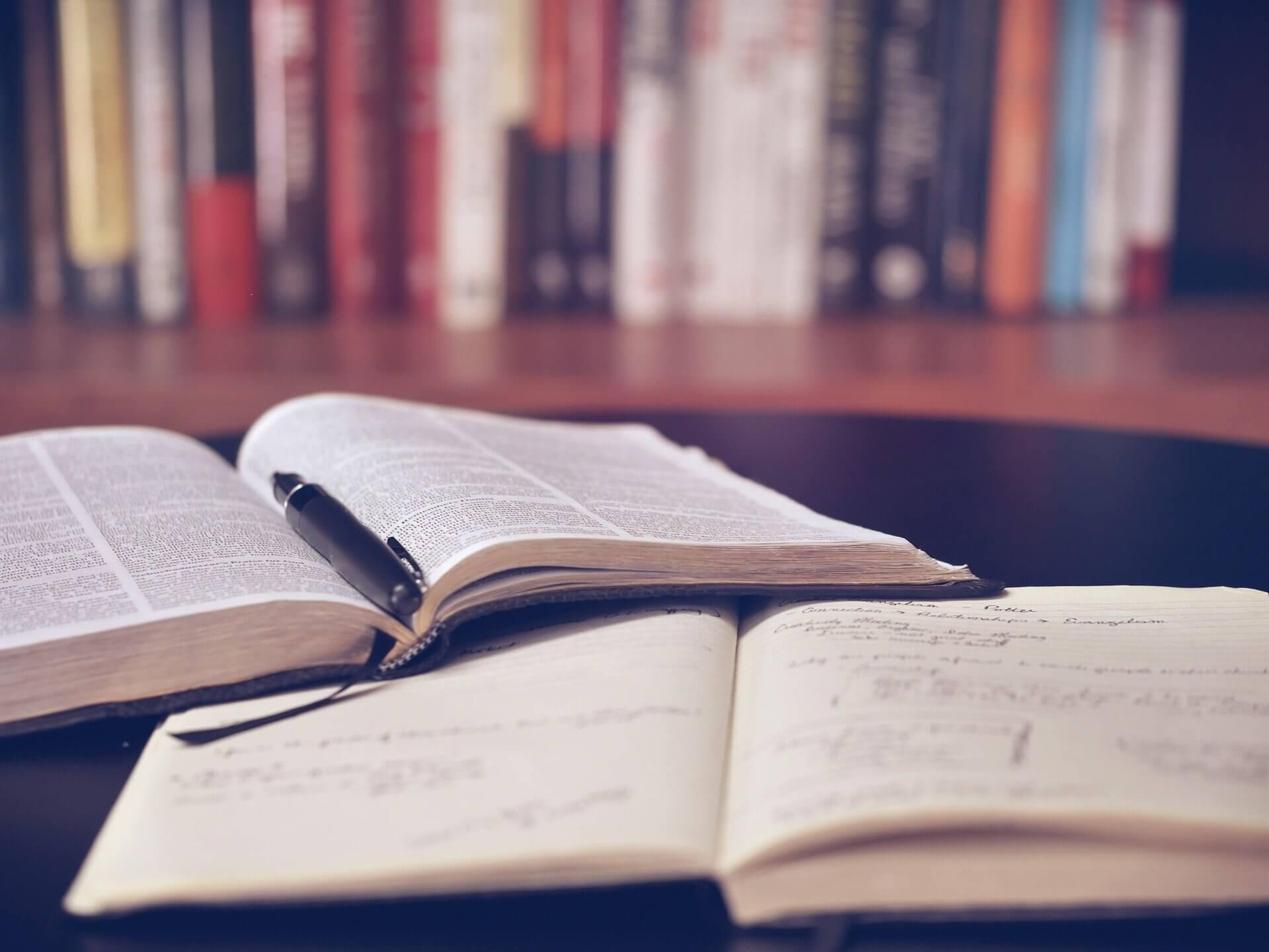 Sesja egzaminacyjna online — jak się przygotować i poradzić sobie ze stresem?